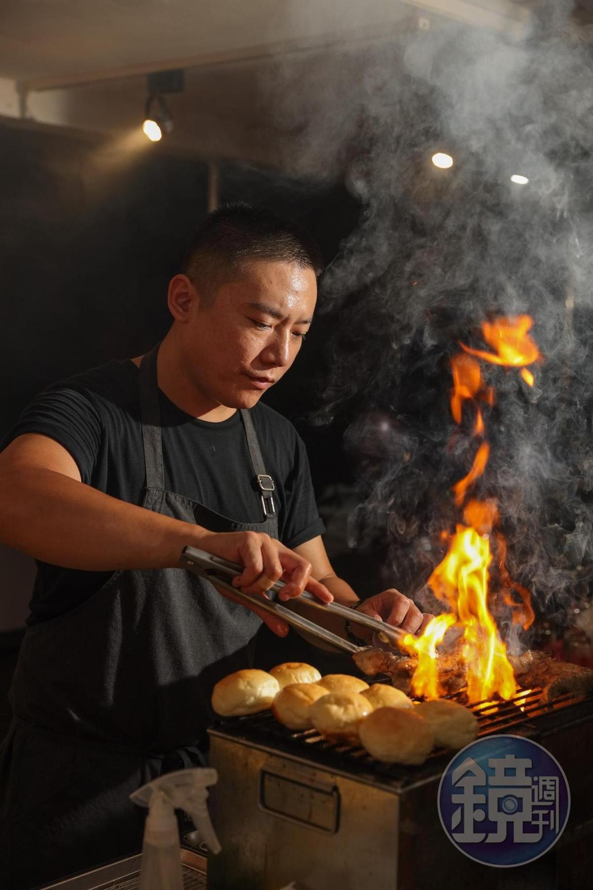 Marc使用的烤爐是特別訂製,從台北扛下來高雄的。