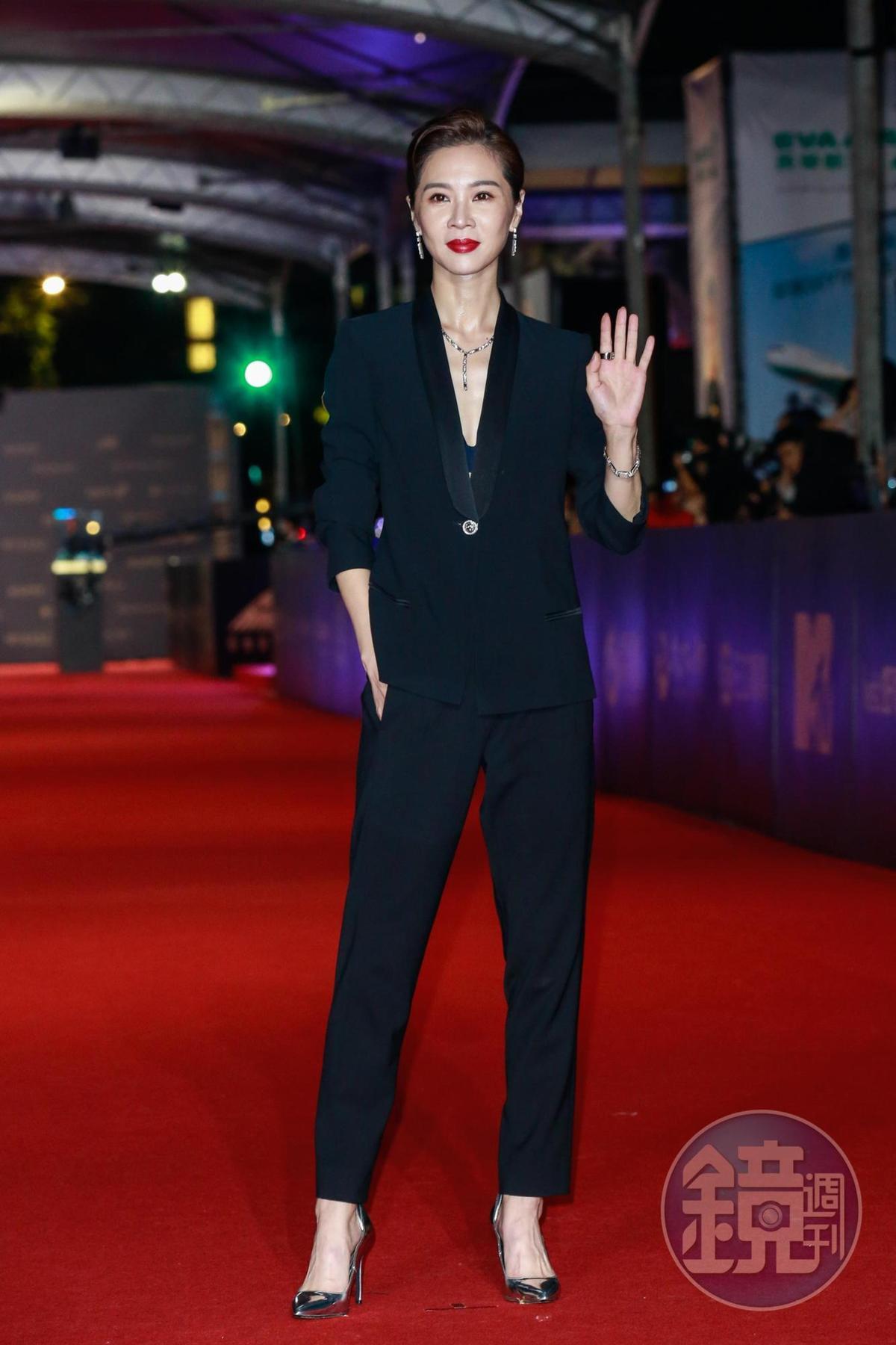 謝盈萱暴瘦現身,不減俐落的台劇女王風采。