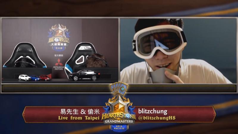《爐石》大師職業賽選手blitzchung(右),在賽後訪談蒙面高呼反修例運動抗爭口號。(翻攝自InvenGlobal Twitter)