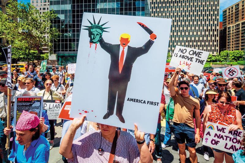 美國總統川普正面臨彈劾案,美中貿易談判是否暫休兵,將影響投資市場表現。(東方IC)