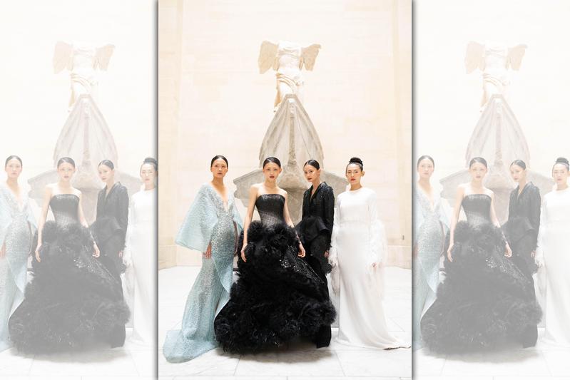 里昂庭集團找其他模特兒參加私人導覽,她們穿著台灣設計師打造的華服,站在羅浮宮鎮館三寶之一《勝利女神》合照,讓外界誤為是封館走秀。(讀者提供)