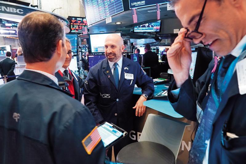 美股走了10年牛市,定期定額投資人與其關注市場未來走勢,不如問問自己能否接受扣款過程的震盪。(東方IC)