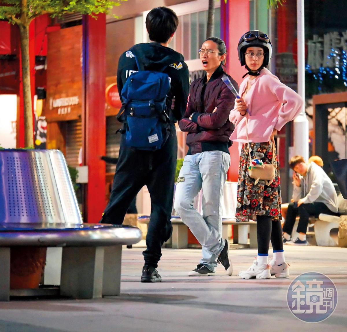2016年本刊曾直擊黃河和温貞菱約會,温貞菱戴著安全帽讓黃河騎機車載回家,相當有平民的浪漫。
