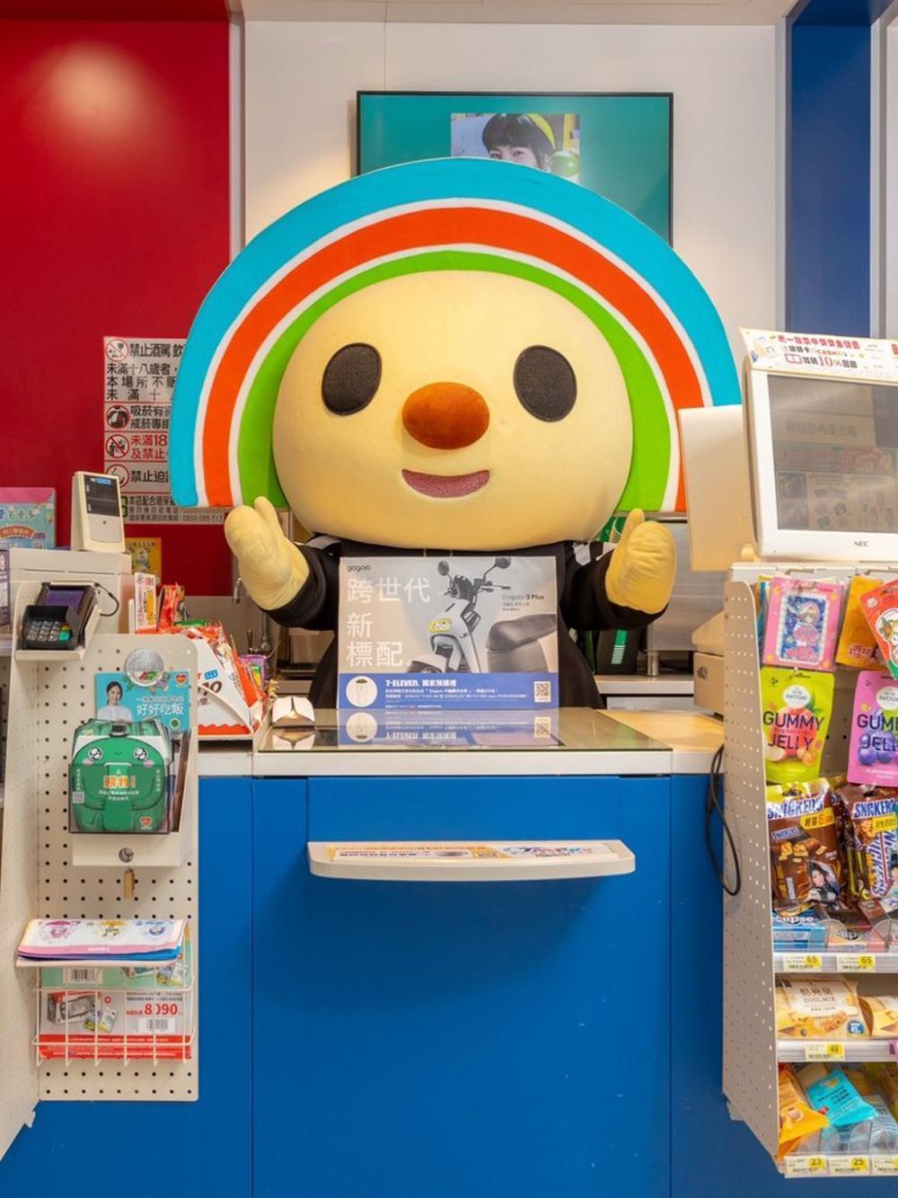 Gogoro 銷售管道再出奇招,特別與全台超過 5,500 家門市的 7-ELEVEN 攜手合作,推出獨家 Gogoro 3 Plus 新色「芝麻灰」預購活動。