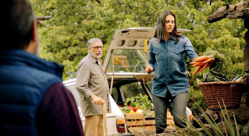 阿根廷影帝路易斯布蘭多尼(中)為拍攝《計高一籌》赴高山拍攝,未料演出其中一場「美女送胡蘿蔔」戲份時,竟突然出現高原反應身體不適。(海鵬提供)