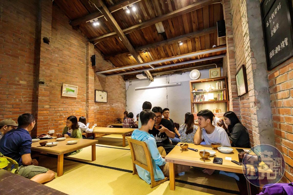 穀倉改成的空間,舒適而溫暖。
