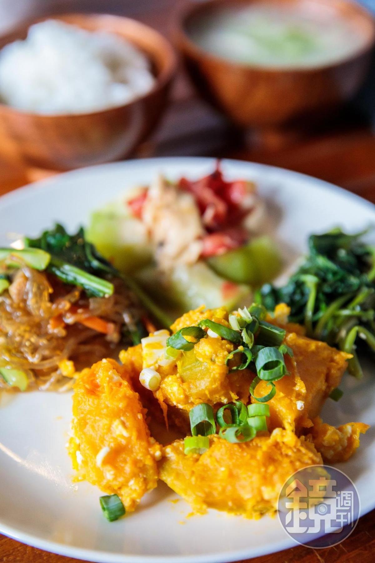 蔬食料理全用在地食材,滋味簡單卻非常美味,平日提供多為飯糰料理。