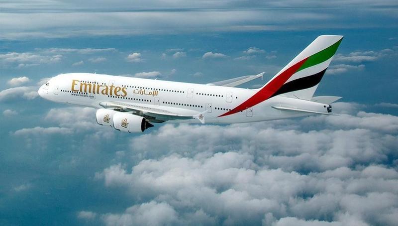 一架阿聯酋班機昨晚在桃園機場,因地勤操作不慎,造成機鼻鼻輪受損。(翻攝阿聯酋臉書)