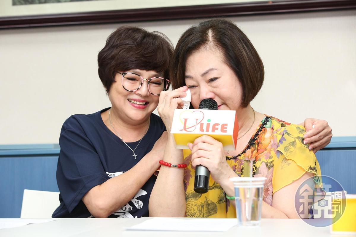 文夏妻子文香在台灣優質協會會長紀寶如(左)陪同下召開記者會。