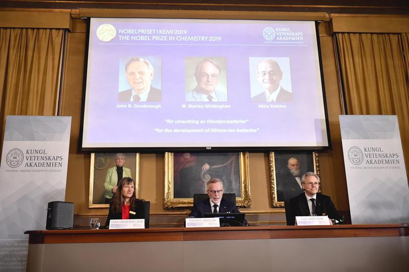 今年的諾貝爾化學獎由對鋰電池的研發有著重要貢獻的三位科學家共享,不少人聽到消息,感覺是「終於輪到他們了」。(東方IC)