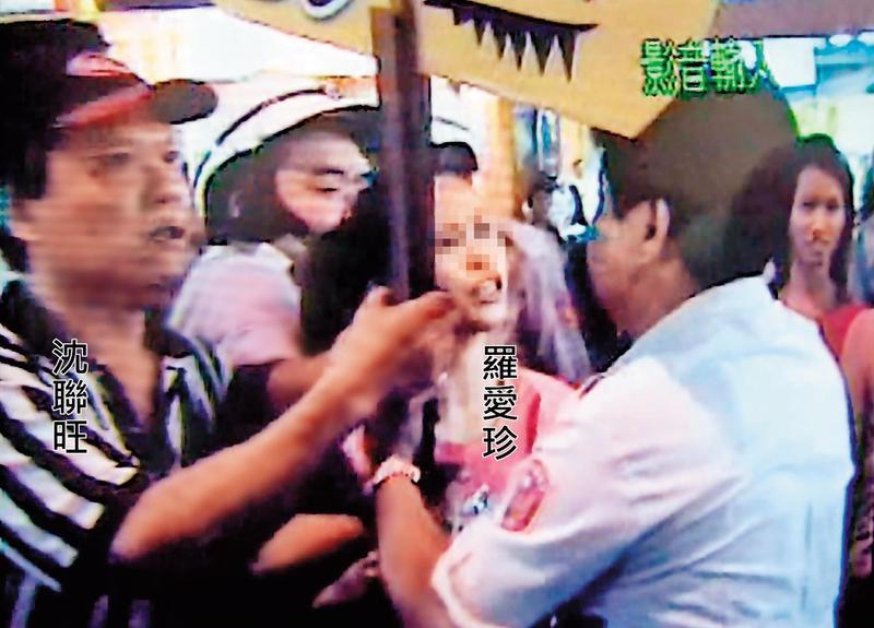 羅愛珍是「香腸王」創始元老,她曾為沈聯旺與取締攤位的警察衝突。(翻攝畫面)