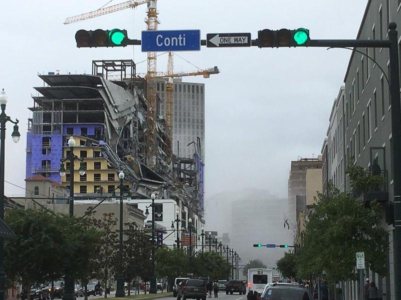 正在興建當中硬石酒店突然倒塌,造成造成1死18傷,並傳出還有2人受困失蹤。(翻攝自WWL-TV)