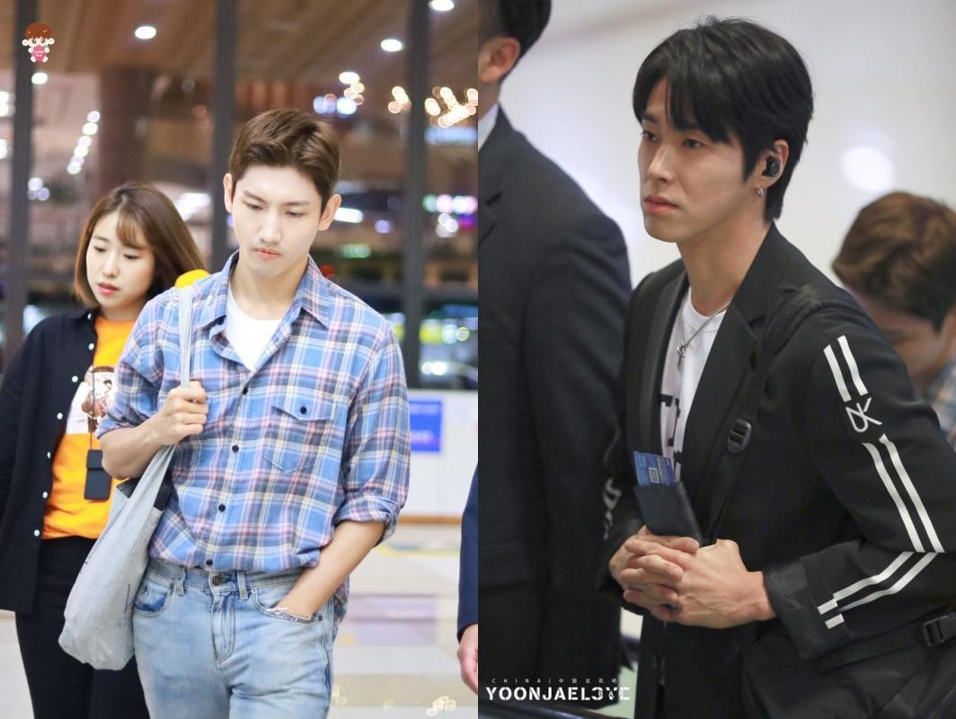 東方神起成員允浩(右)和昌珉晚上從韓國前往日本,現身的2人表情哀戚。(網路圖片)