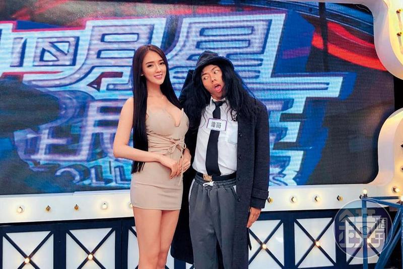 翁子涵(左)在演藝圈闖出知名度後,先後上過不少節目,也曾參與錄製《小明星大跟班》。右為網紅瑋哥。(翻攝自翁子涵IG)