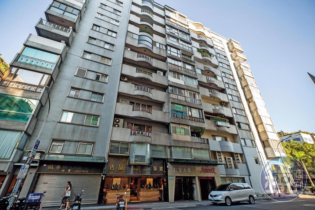 劉泰英目前住的北市「仁愛大廈」豪宅,約50坪,市值逾7,000萬元。