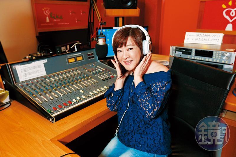 趙庭是知名廣播節目主持人,學音樂、藝術出身的她,曾在證券圈工作歷練過。