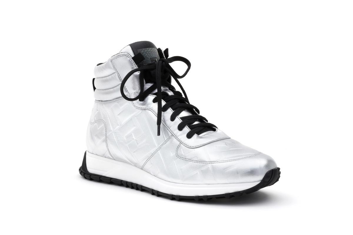 微風信義FENDI Prints On 系列 FF LOGO 銀白色球鞋 價格店洽。