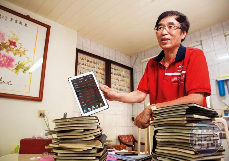 有「平民股神」稱號的蘇松泙,靠著每天抄股價這一招,全力操作強勢股,已連續45年在台股賺到錢。