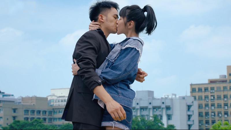 邵雨薇強吻李淳,是片中的重要場景。(威視提供)