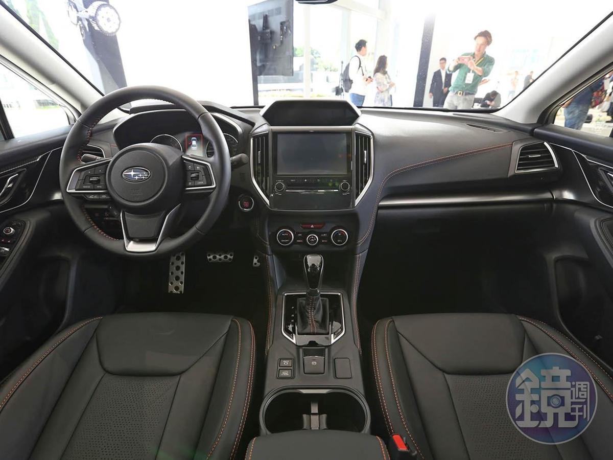 內裝沒有太大的更動,但新增的360度環景會顯現在中央螢幕上。