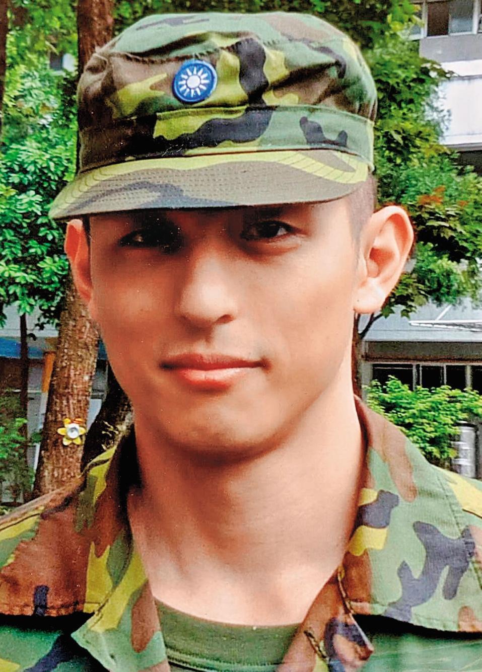 吳怡農沒當替代役,加入陸軍特戰部隊,他認為兵役是國防,不該變服務企業。(翻攝臉書)