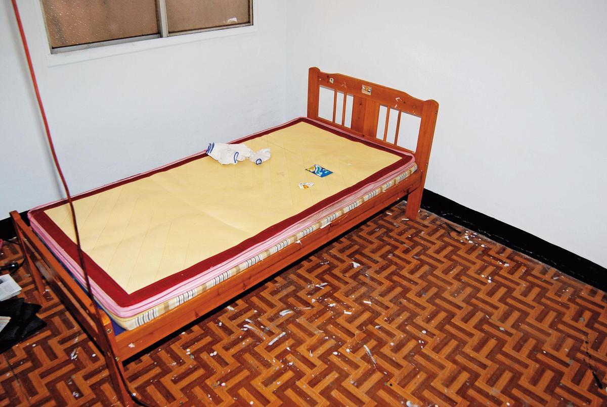 徐志皓將方女打昏綑綁後,在床上(圖)性侵方女。(翻攝畫面)