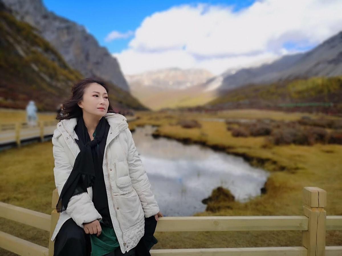 王瑞霞在亞丁狂拍美照,朋友都用笑說她回台灣可以辦攝影展。(米樂士娛樂提供)