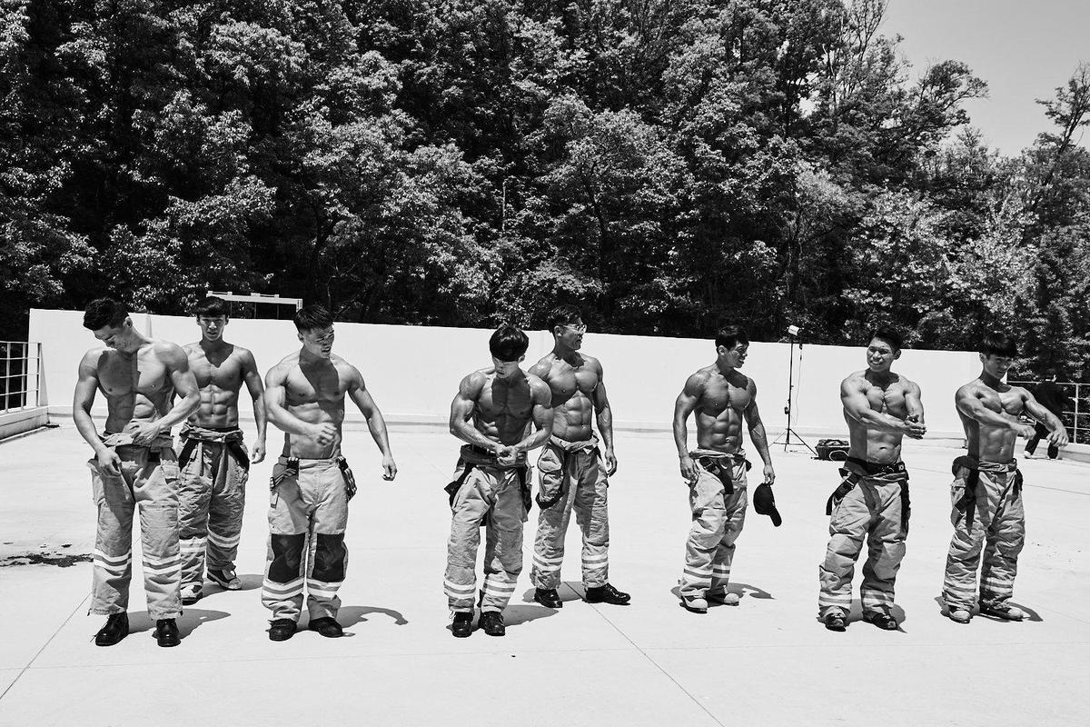 2020年韓國消防員年曆。(網路圖片)