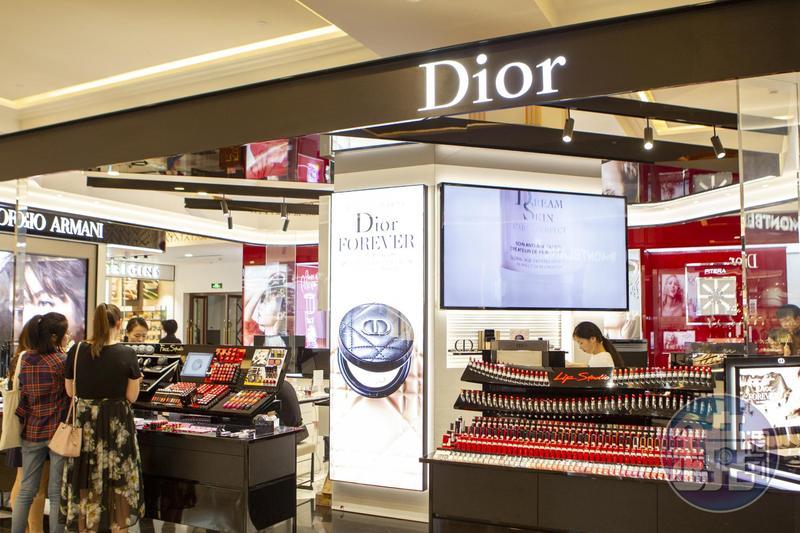 Dior除發聲明道歉外,還在上海秀播放《我和我的祖國》。(本刊資料照)