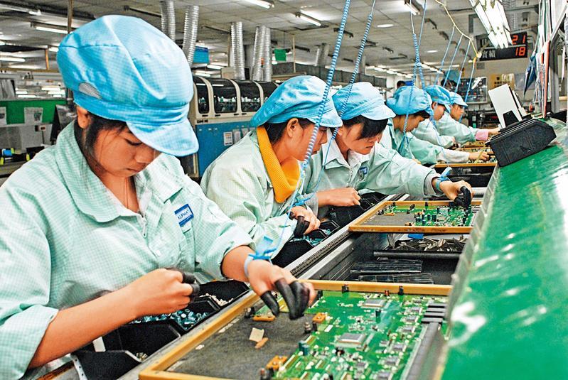中國9月進出口貿易細項顯示,機器與電子產品進口處於萎縮狀態,代表中國的代工製造行業不振。(東方IC)