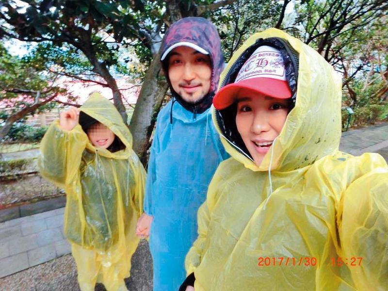 小禎(右起)跟李進良一度被認為愛回溫,但其實只是孩子的媽與孩子的爸之間的關係而已。(翻攝自小禎臉書)