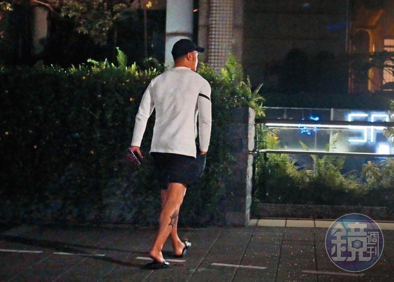 10月6日 18:26 雖然礙於小禎在法律上還是人妻的身分不能公開,但丁春霆談戀愛可是談得很紮實,換了不同衣服頻頻宅配自己上門。