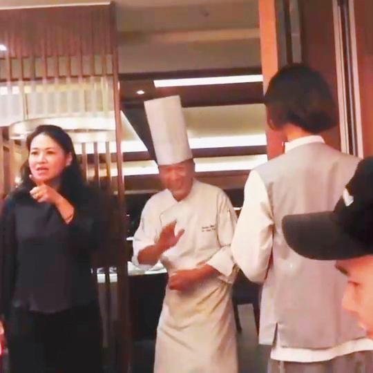 在IG的動態中,丁春霆(右)露出側臉,可見他跟小禎又在眾人的掩護之下偷偷約會。(翻攝自小禎IG)
