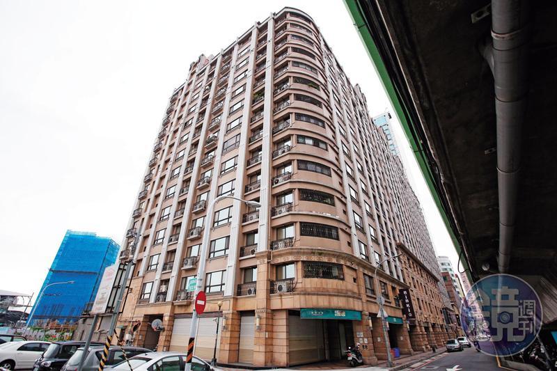 蔡城的遺體停放在新北市三重這處社區大樓1樓,長達7年。