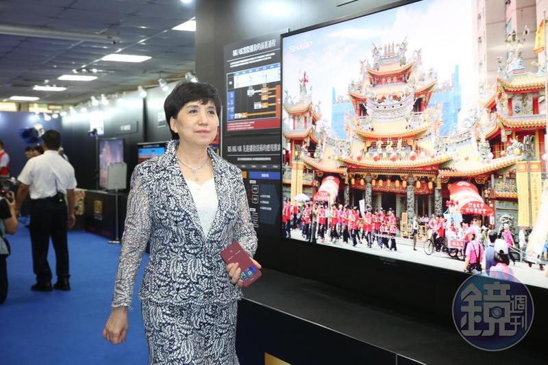 鴻海總財務長黃秋蓮, 被視為鴻海最有權勢的女人。