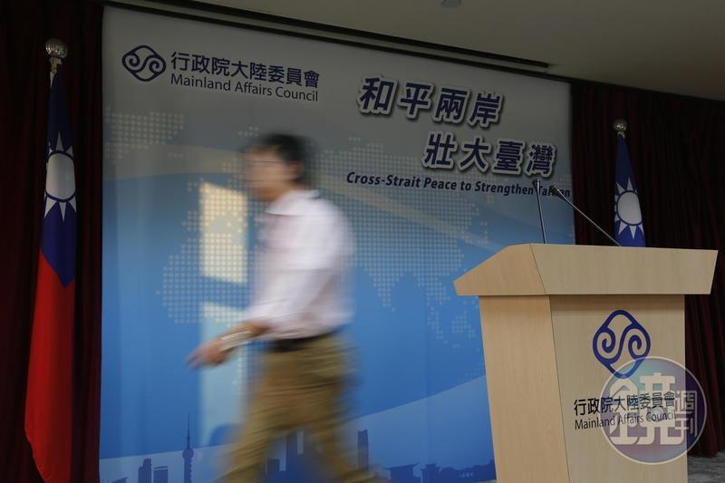 陸委會今(22日)下午致函、致電港府,要求派員到香港帶回嫌犯及相關卷證,但未見積極回應,深夜再發聲明。