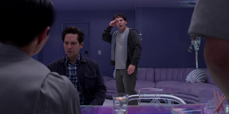 保羅路德(右)飾演麥斯,保羅路德(左)飾演複製出來的麥斯。(Netflix提供)