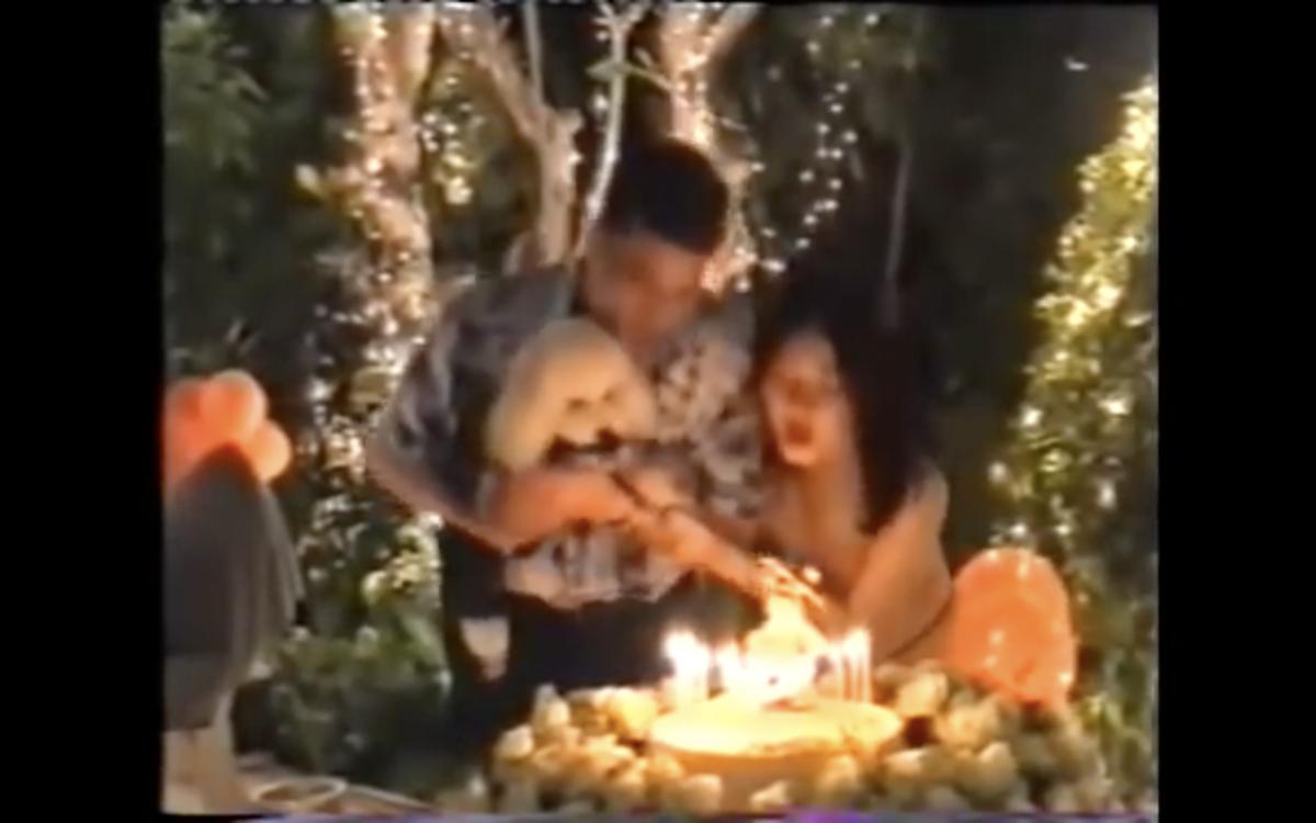 泰王與第三任妻子大玩裸體脫衣派對。(翻攝Youtube)