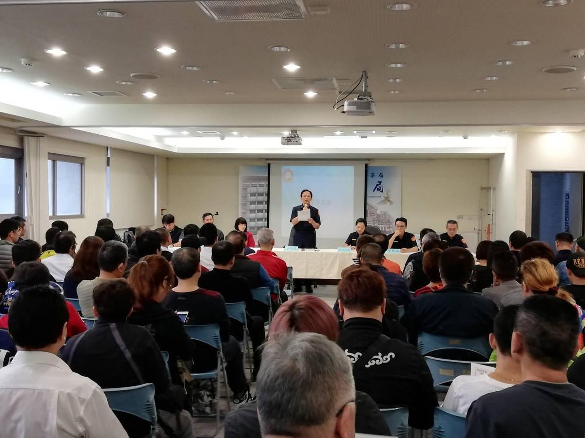 今年五月,萬華分局召開座談會,向在地特種行業業者宣導。(翻攝萬華分局)