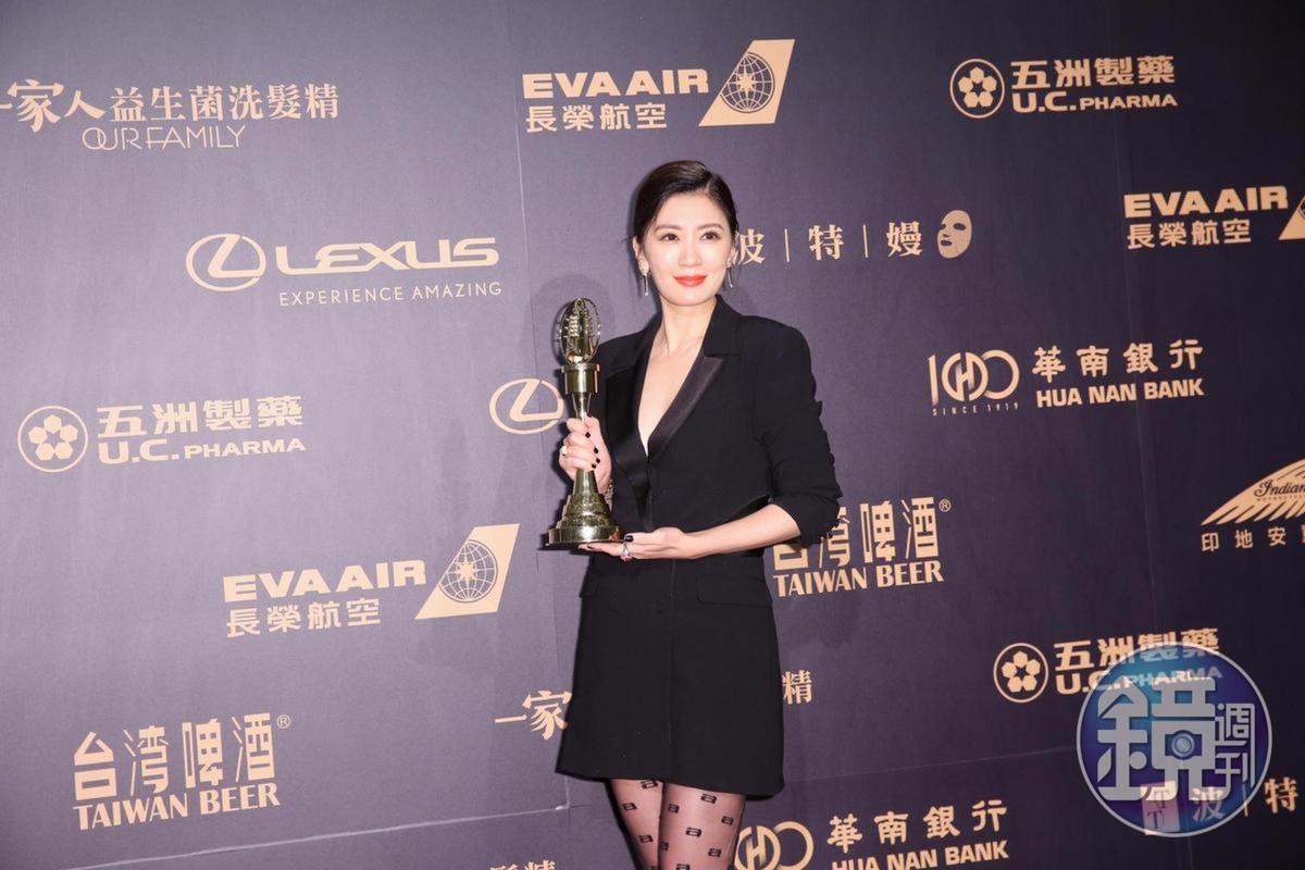 今年賈靜雯首度入圍金鐘獎,就以《我們與惡的距離》奪下視后。