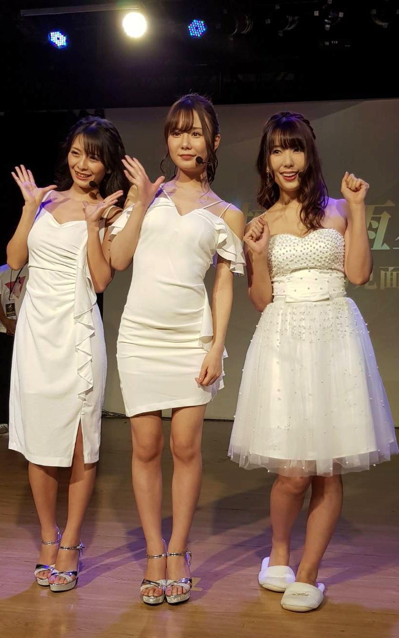 波多野結衣(右起)帶新人女優坂道美琉、野野浦暖為活動擔任貴賓。(日商東櫻提供)