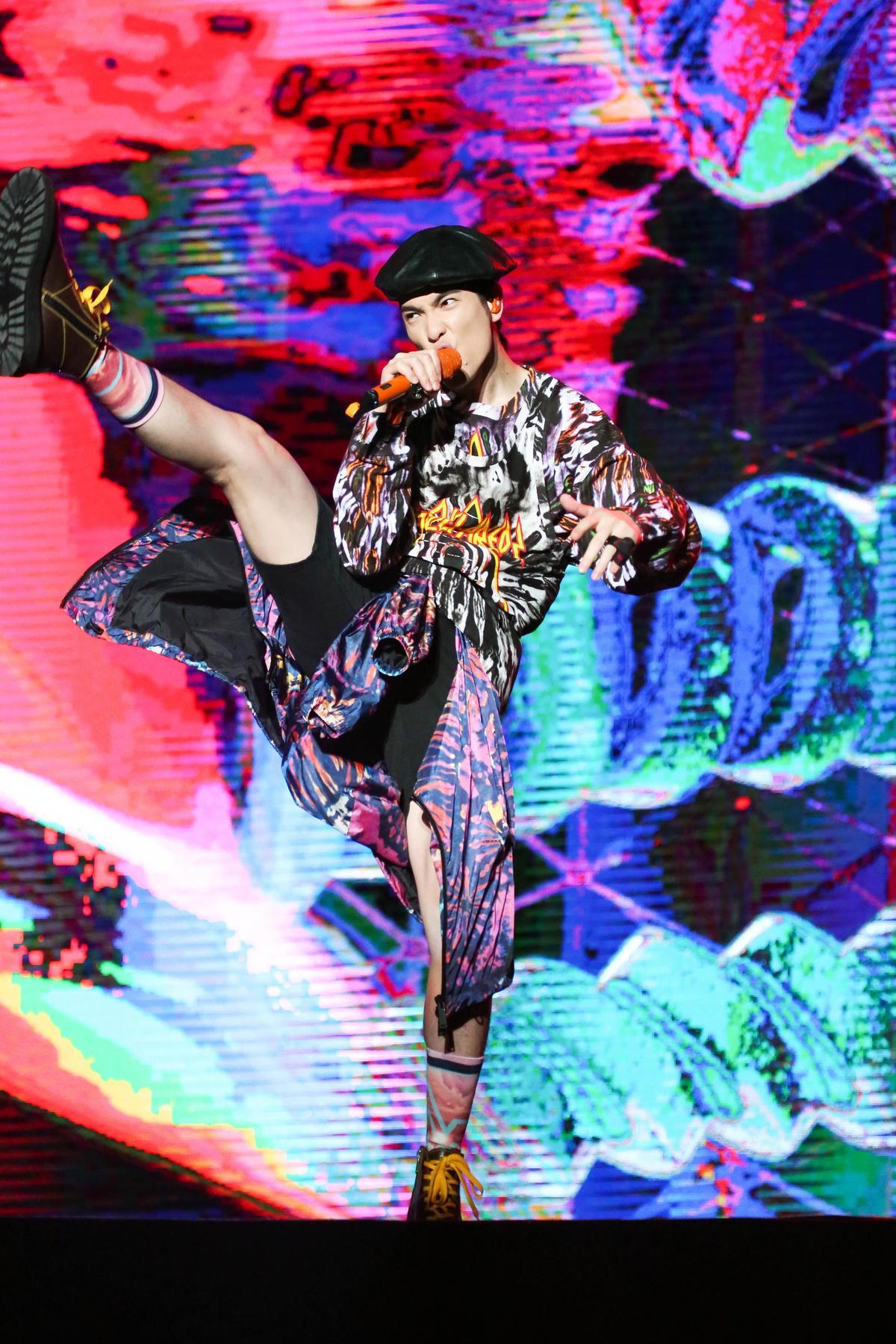 蕭敬騰為演唱會準備全新4套服裝演出。(華納國際音樂提供)