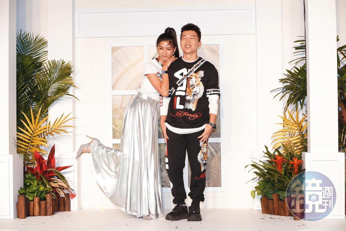 張立東(右)雖是諧星,但女人緣頗佳,許多女神級藝人都是好友。左為郭源元。
