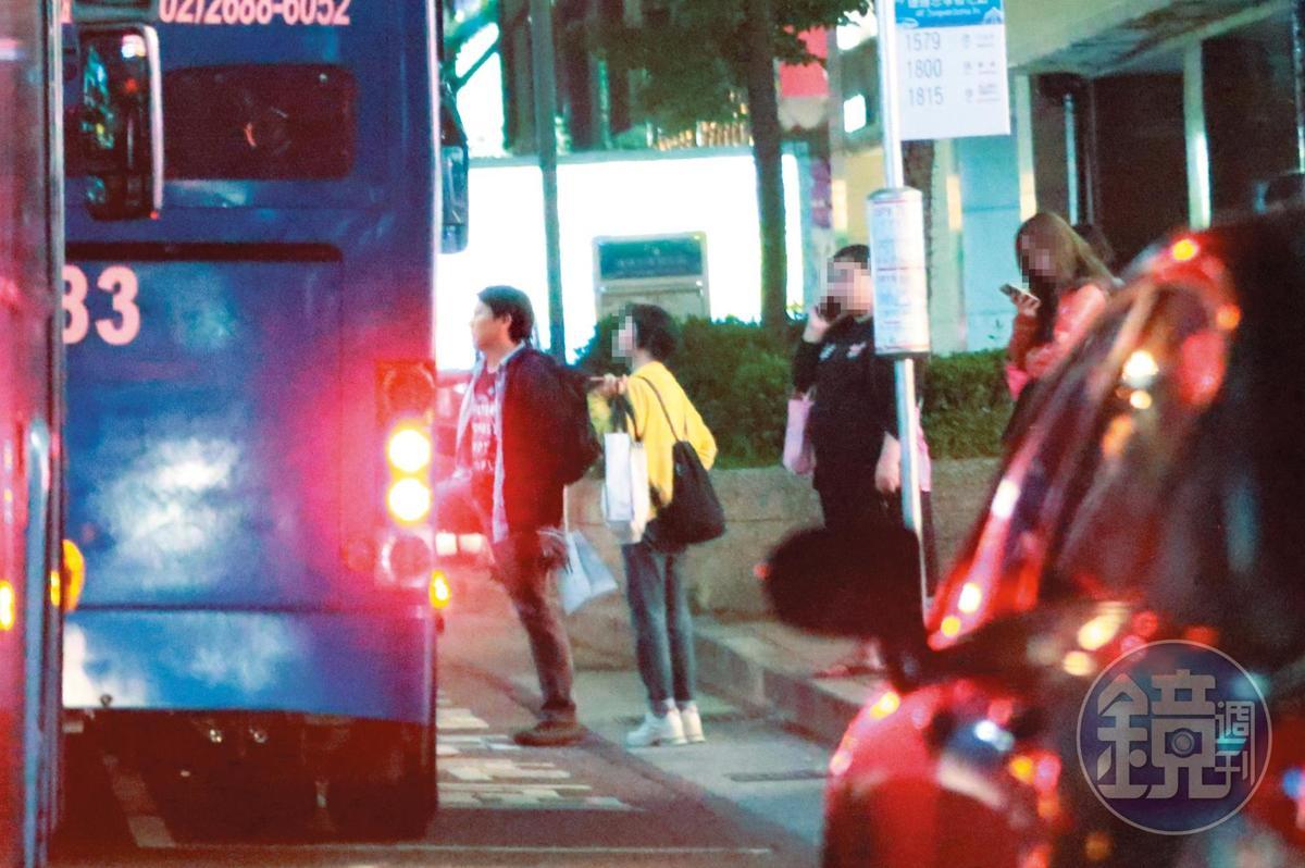 22:19 其實柳建名不是長住陳孝萱家,他的店跟自己住處都在基隆,所以約會完就要趕巴士。