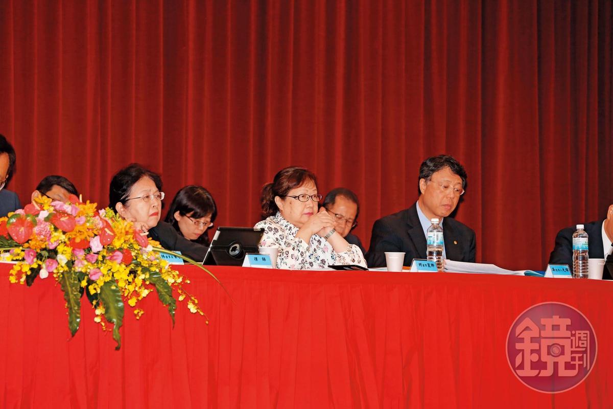 長榮國際董事長柯麗卿(中)是集團老臣,也是專業經理人。