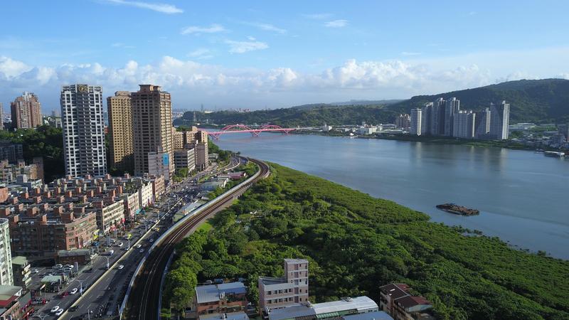 漢皇丰川坐擁美景,交通及生活機能都相當便利。
