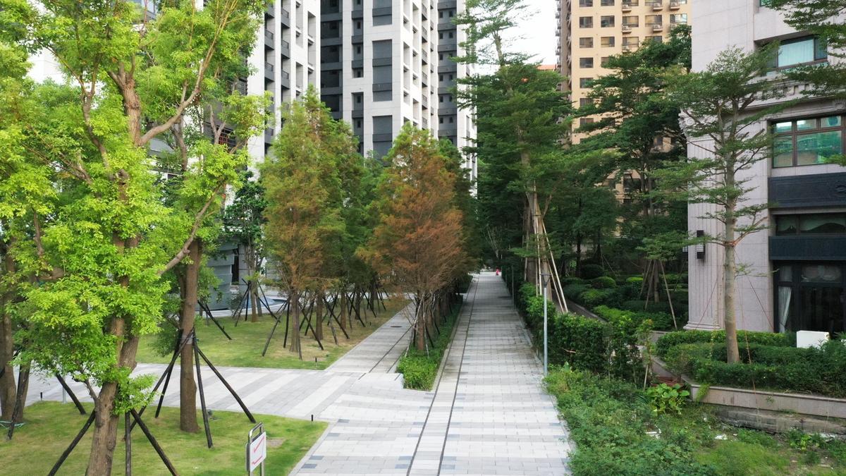 漢皇丰川公設齊全,下樓即可與家人共享悠閒時光。