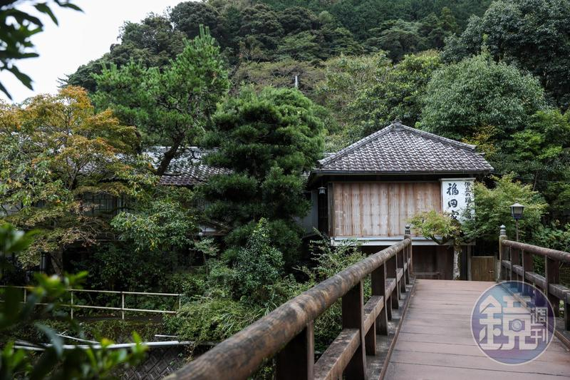 通過這座木橋,便走向川端康成的文學之旅。