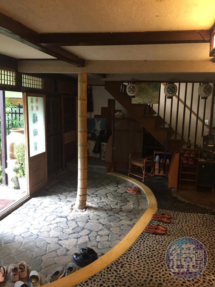 福田家的接待門廳,相當簡樸。