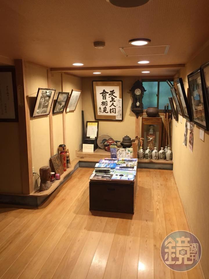 一進門便可見川端康成親筆題的「天上人間會相見」。